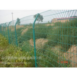青岛金属围栏网,青岛大型公路围栏网厂家,青岛围栏网简介及安装