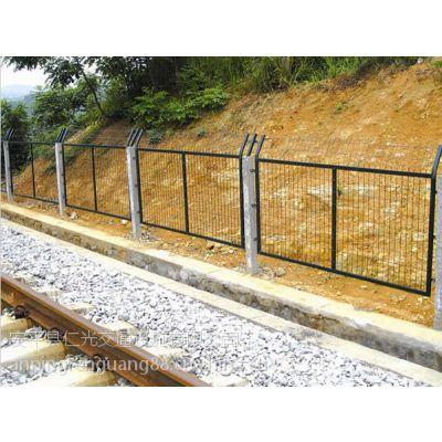 长期大量供应各种铁路护栏网,厂家直销,质优价廉,欢迎选购