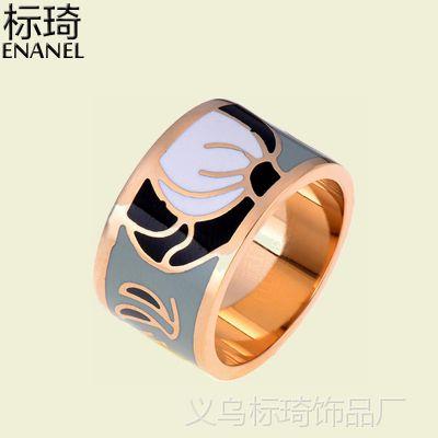 厂家供应欧美创意戒指珐琅工艺饰品钛钢电镀18k金色首饰13mm宽面戒指外贸出口定制