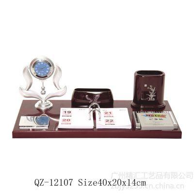 供应木质办公摆件台历礼品定做 年终木质台历定制 先进单位木质奖牌