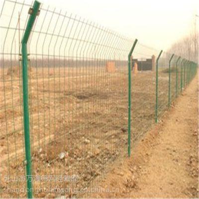供应万通文登双边护栏网 002 浸塑护栏网 美观大方不易腐蚀、寿命较长、实用性强。