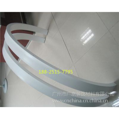 汽车总站波浪弧形铝天花-造型铝方通天花-弧形铝格栅吊顶