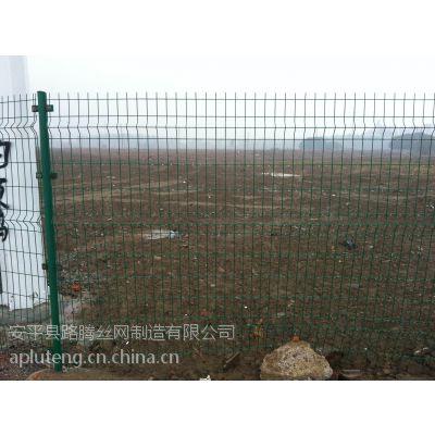 新乡市圈山用双边丝护栏网,圈山铁丝网直接厂家,圈山围栏网***低批发价格,可零售13730526364