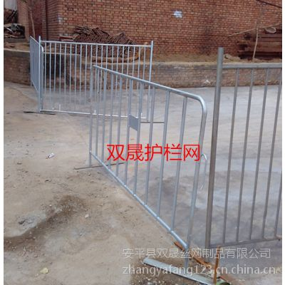 双晟生产厂家供应移动铁马登护栏厂家批发价格多钱一米?/规格