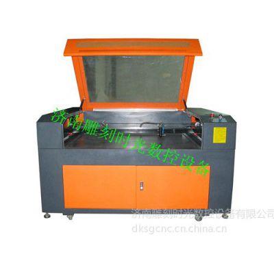 激光下布料的机器多少钱一台&雕刻时光数控激光雕刻机多少钱