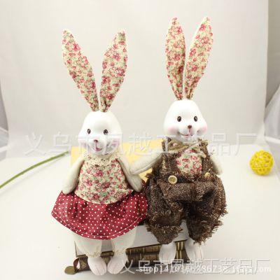 3120布艺红色小翠花衣服 兔子情侣吊脚娃娃 树脂工艺品厂家直销