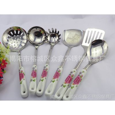 热销陶瓷厨具 单支不锈钢漏勺 韩式厨具 不锈钢餐具厂家批发