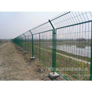 供应种植业绿色铁丝隔离网/道路护栏网/养殖铁丝围网找闫玉