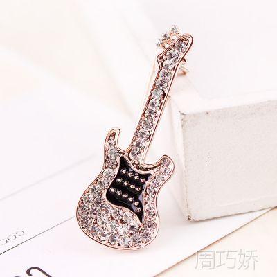 新款时尚韩版吉他型镶钻胸针批发 高档18K金个性胸花衣饰配饰5205