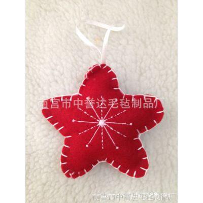中誉达厂家直销毛毡心形小挂件纯手工绣雪花毡布红色吊件手机小挂饰