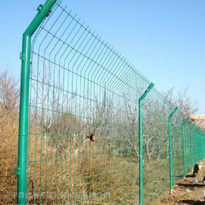 优盾厂家生产钦州隔离栅 防落物网 绿色焊接网围栏