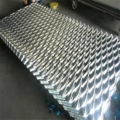 旺来不锈钢钢板网 绿色防护网 喷漆钢笆片