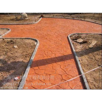 怎么选择公园路面彩色压花地坪材料?