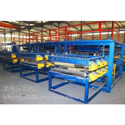 渤海彩钢夹芯板生产线广泛应用于轻钢结构建筑的顶层及墙体,产品具有色泽鲜艳,无需二次装饰的特点