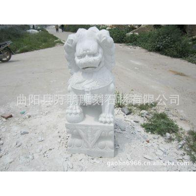 供应生产汉白玉石雕狮子天安门蹲狮子雪花白现代石狮子雕塑