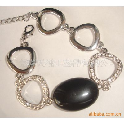 供应手链、手环、欧美心形滴胶手链手镯 木柱子串链手镯配饰