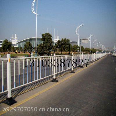 供应PVC草坪护栏网/锌钢护栏