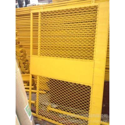 供应瑞柏护栏网轧花网不锈钢网勾花网石笼网电焊网冲孔网钢板网钢格板