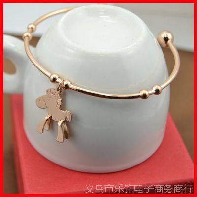 小马手镯 马年马上有钱钛钢镀18k玫瑰金小木马手镯手链 开口手环