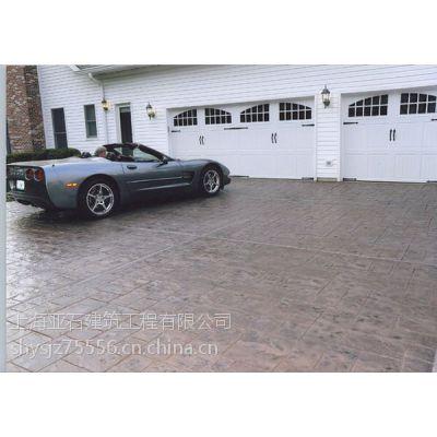 使用亚石压花地坪混凝土压模路面怎么保养?