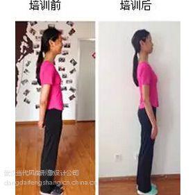 武汉青少年形体矫正气质培训班m青春期驼背走路不敢挺胸
