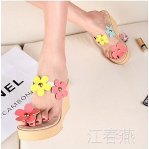 时尚坡跟花朵女式凉拖 女式凉鞋 夏季爆款透明PU个性凉拖鞋55