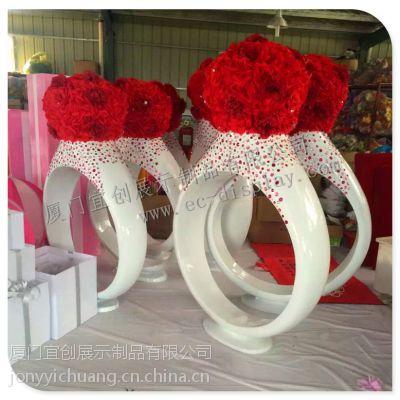 婚纱展示橱窗布置道具玻璃钢戒指