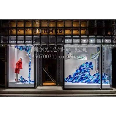 """爱马仕""""飞驰的自然""""主题橱窗"""