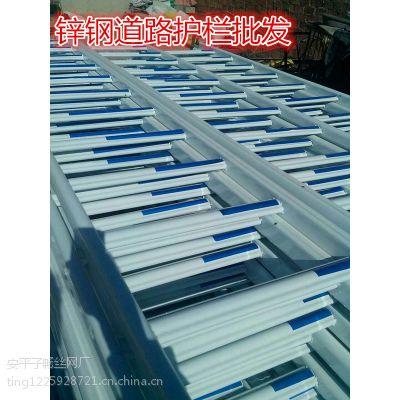 生产厂家子畅供应道路中间的蓝白相间的道路护栏城市道路护栏城市 热镀锌管围栏护栏