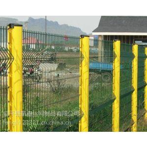 厂家供应德瑞克斯桃型柱护栏网、工厂区防护围栏网、钢丝焊接防护网栏
