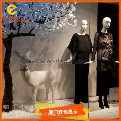 秋季元素落叶野鹿主题服装展示橱窗定制