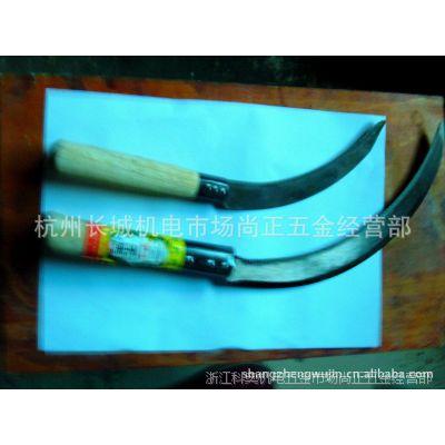 厂家供应各种木柄镰刀出口中东的7.5寸黒套3铆钉的锯齿镰刀