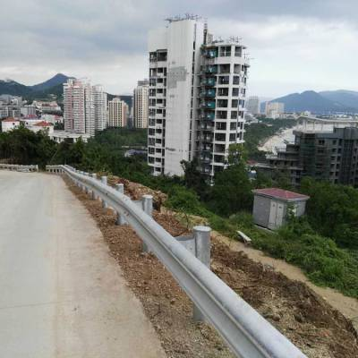 哪里有双波护栏 县道圈地围栏 韶关道路钢板便宜价 不锈钢
