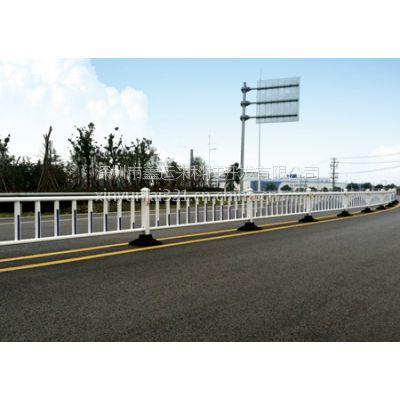 广东省锌钢道路隔离护栏生产厂家【鑫运来交通道路护栏XYL-E16】