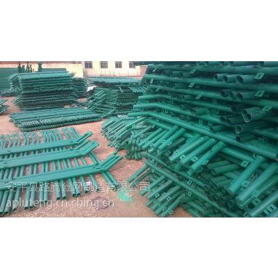 供应供应新疆场地围栏网,场地围栏网厂家,场地围栏网报价