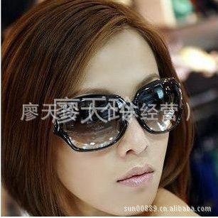 供应风靡全球 超酷金属标志女士太阳镜2012款9042