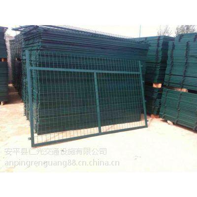 专业生产仁光低碳钢丝铁路护栏网