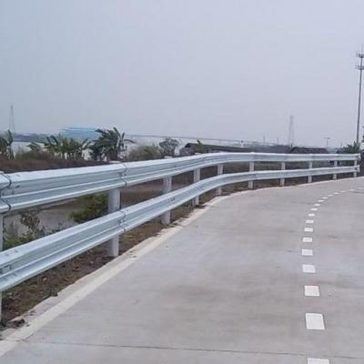 佛山乡村公路波形护栏供应,现货热镀锌波形梁护栏,公路防撞栏规格