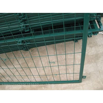球场围网厂家/框架护栏网/高速公路护栏网/道路护栏网