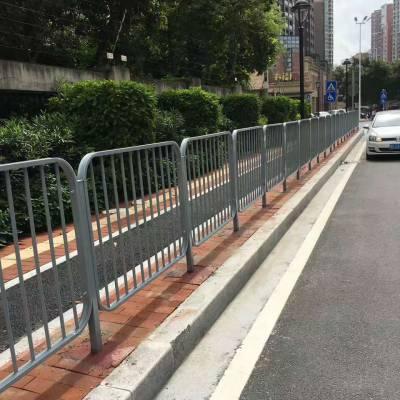 深圳人行道隔离栅定做、马路中央分隔护栏价格、海量甲型护栏现货