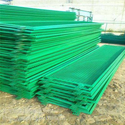 厂家现货直销 菱形钢板网围栏 机场重型围栏网 道路安全隔离栏
