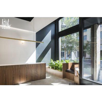昆明珠宝店装修设计简朴透明,空间平易近人,定制珠宝展柜独具特色!