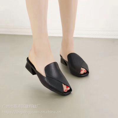 2018新款休闲露趾时尚女士拖鞋 气质真皮拼接马蹄低跟百搭女鞋