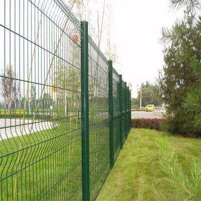 高速公路围栏网 仓库防护栏 桃形立柱护栏网