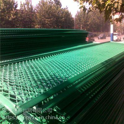 河北厂家现货直销 重型钢板网围栏 菱形钢板网围栏 道路安全防撞栏 防炫目围网