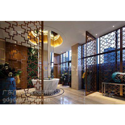 北美风不锈钢屏风凸显客厅温馨舒适感