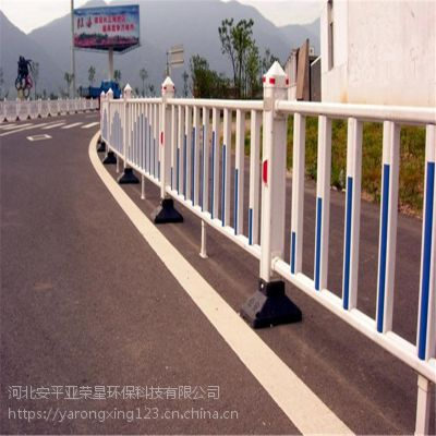 广西现货街道隔离栅厂家@现货市政护栏@交通道路隔离栅栏如何安装固定