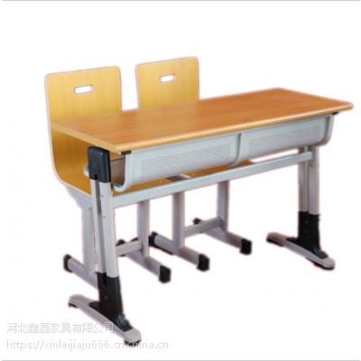 鑫磊课桌椅厂家得到大力推广