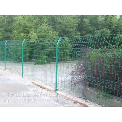球场围网厂家/铁路护栏网/道路护栏网/隔离网