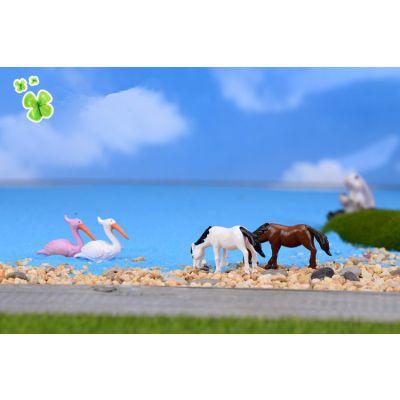 厂家定制玩具 苔藓微景观装饰摆件 仿真迷你骏马 小马PVC公仔多肉植物小动物
